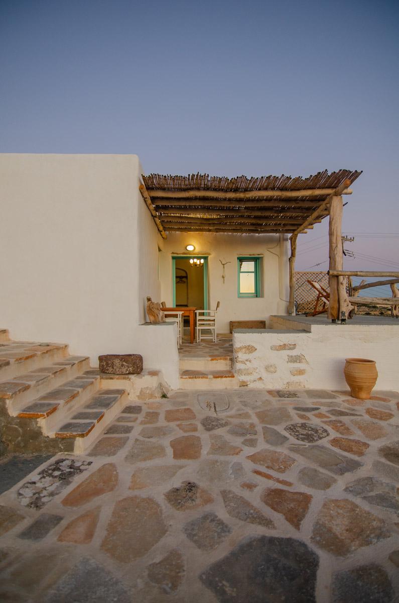το-καμαρακι-της-πλητος-δωμάτια δονουσα- δημητράκης guesthouse- donousa